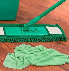 Beim ersten mal helfen das richtige werkzeug, spezialkleber und unsere detaillierten arbeitsanweisungen. Boden In Der Kuche Putzen So Geht S Richtig