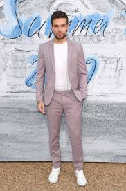 Hugo Brand Ambassador Liam Payne Wearing A Light Pink Virgin