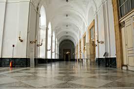 Pareti Spoglie Un Bagno Triste : Palazzo reale napoli wikipedia