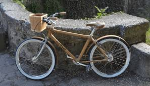a versatile and supremely comfortable cruiser bike for adventures in the country the beach or into town this bike features geometry designed to make the