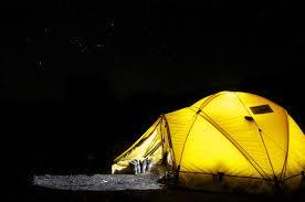 Centrarse En La Lámpara De Camping Zona Led