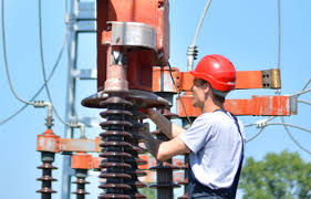 electrical power line installers and repairers electrical power line installer and repairer careers careertoolkit