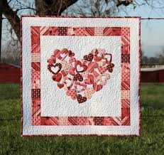 The Best Heart Quilt Designs & Patterns for Valentine's Day & Craftsy Quilting Pattern - Valentine Quilt with Heart Adamdwight.com