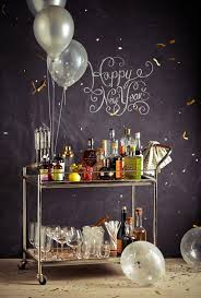 Decorating: Gold New Year Party Decor - New Year Decorations