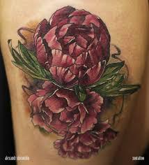 татуировка на бедре у девушки пионы фото рисунки эскизы