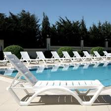 aqua white resin chaise lounge isp076