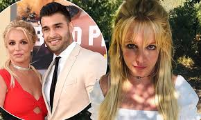 Instead, framing britney spears covers her rise to stardom, the unfair pressure placed on her at the height of her fame, the tabloid culture that destroyed her life, and the conservatorship under which she currently lives. Britney Spears Boyfriend Sam Asghari Leaps To Her Defense After Commenter Calls Her Posts Scary Daily Mail Online