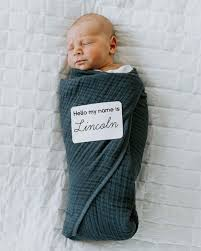 Angela price, a lifestyle blogger who is married to montreal canadiens goalie carey price, posted a price's comments came as she recommended helpful baby books to new parents on the occasion of. Montreal Canadiens Goalie Carey Price Wife Angela Welcome Baby Boy Lincoln Montreal Globalnews Ca