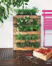 how to build a vertical garden. Interesting Build DIY Pallet Vertical Garden Burlap Strawberries Herbs In How To Build A Vertical Garden G