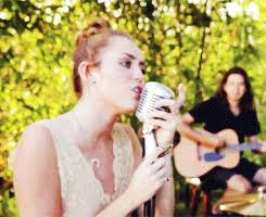 Miley Cyrus Performs Dolly Partonu0027s Backyard Sessions Jolene