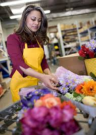 Floral Designers : Occupational Outlook Handbook : U.S. Bureau of Labor  Statistics