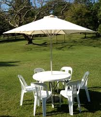 table round with umbrella