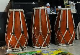 Cara memainkan alat musik gendang biasanya dipukul dengan tangan. Kenali 7 Alat Musik Tradisional Dan Fungsinya Ini Biar Kece