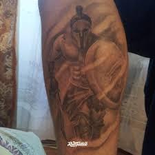 фото татуировки спартанец в стиле черно белые татуировки на икре