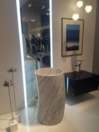 The Pedestal-Freestanding Sink Makes A Stylish Comeback