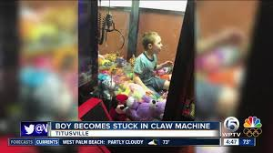 Child In Vending Machine New Florida Child Gets Stuck Inside Clawstyle Vending Machine Wptv