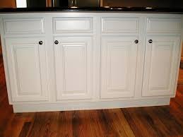 soild white kitchen cabinets