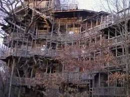 10 Most Awesome Tree Houses  OddeeLargest Treehouse In America