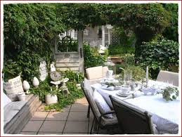 Alte Fenster Deko Im Garten Luxus Alte Fenster Als Deko Im Garten