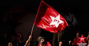 Resultado de imagem para marilia e a bandeira do pt
