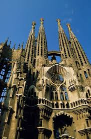 describe the importance of religion in society during the middle  medieval people built grand cathedrals to express their beliefs