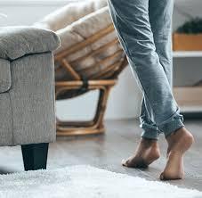 Wer nicht selbst hand an den fußboden legen will und ist für fast alle bodenbeläge, wie pvc, kork, teppich, linoleum, laminat, parkett oder fliesen, geeignet. Teppiche Und Fussbodenheizung Teppichmax