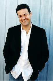 biography khaled hosseini author pic