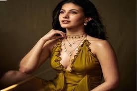 अमायरा फिल्मों में अपने खास अभिनय के साथ हॉट तस्वीरों को लेकर भी सोशल मीडिया पर सुर्खियां बटोरते नजर आ जाती है। अमायरा अपनी हॉट तस्वीरों से सोशल मीडिया पर कहर ढा रही हैं। और उससे भी ज्यादा जब उनका बिकिनी अवतार. Amyra Dastur Hot Pics अम यर दस त र न कर य ह ट फ ट श ट स शल म ड य पर मच य त डव Amyra Dastur Hot Pics Amaira Dastur Made Hot Photoshoot Created Tandava On Social Media News24