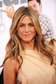 trick from jennifer aniston s makeup artist enhance blue eyes with warm brown shadow