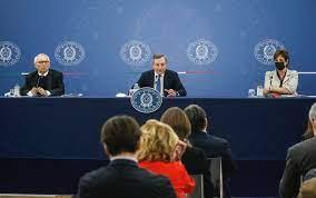 Pnrr, la conferenza stampa di Draghi con i ministri Bianchi e Messa