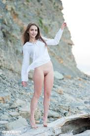 Elis Is Sexy Brunette Likes To Spend Her Free Time Outdoors On The Rocks Totally R18hub
