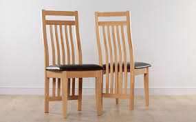 hudson round extending dining table and 4 bali chairs set only 299