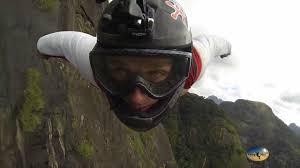 Полет в <b>костюме</b>-крыло (Вингсьют и Бейсджампинг). <b>Flying</b> in a ...