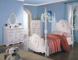 Teen's White Wash Elegant Four Post Bedroom Set -