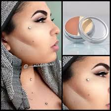 i use kryolan ultra bi shade highlight to highlight and contour my face