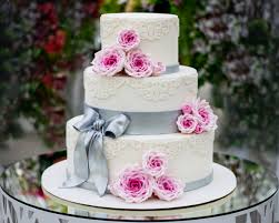 Simple 3 Tier Wedding Cake Designs How To Bake And Decorate A 3 Tier Wedding Cake