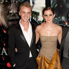 The two of them had an awesome beach day and even went skateboarding together on the same skateboard! Fans Think Tom Felton And Emma Watson Are Dating