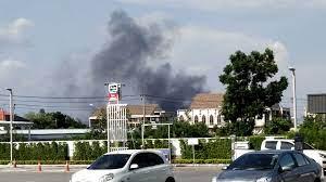 ด่วน! ไฟไหม้โรงงานพลาสติก สุขาภิบาล 5 จนท.ถึงที่เกิดเหตุแล้ว