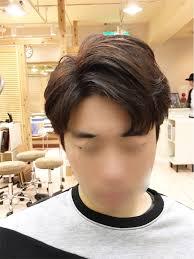 쉼표머리シムピョモリとよばれ別名コンマヘアーとされる韓国人男性の
