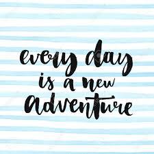 Chaque Jour Est Une Nouvelle Aventure Citation Inspirée Sur La Vie La Phrase Positive Texte De La Calligraphie Moderne Manuscrite à Pinceau Et