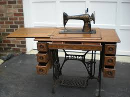 Treadle Sewing Machine Cabinet Early 1900s Singer Treadle Sewing Machine With 5 Drawer Tiger Oak