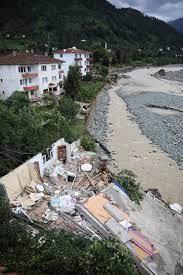 Rize ve Artvin'de selin izleri siliniyor: Kayıp 3 kişi aranıyor