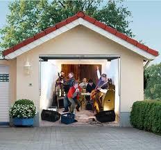 painting garage doorHow to paint a garage