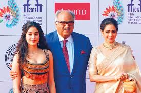 sridevi along with her husband boney kapoor and daughter janhvi kapoor