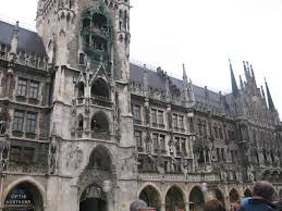 munich the brinks 16th century to hundreds of people watching everyday it s one of munich s major tourist attractions but really it s not that big of deal