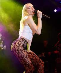 Şarkıcı Gülşen'in tartışma yaratan sahne kıyafeti