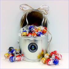 the orted lindt truffle tin