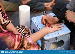 татуировка хны на руке S невесты в ее брачной ночи стоковое