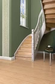 Treppe geschlossen in weiss und dunkel. Wangentreppen Treppen Mit Holz Oder Stahlwangen Arcus Treppen