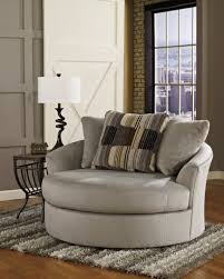Swivel Living Room Chairs Contemporary Diy Grey Swivel Chairs For Living Room Beside Lamp Shade On Wood